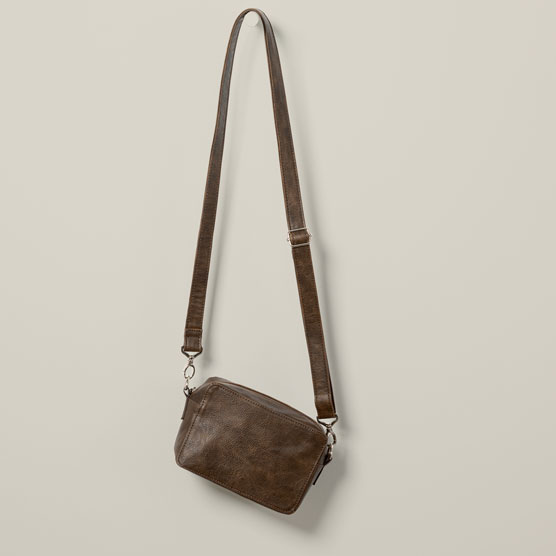 Boutique Crossbody - Chestnut Distressed Pebble